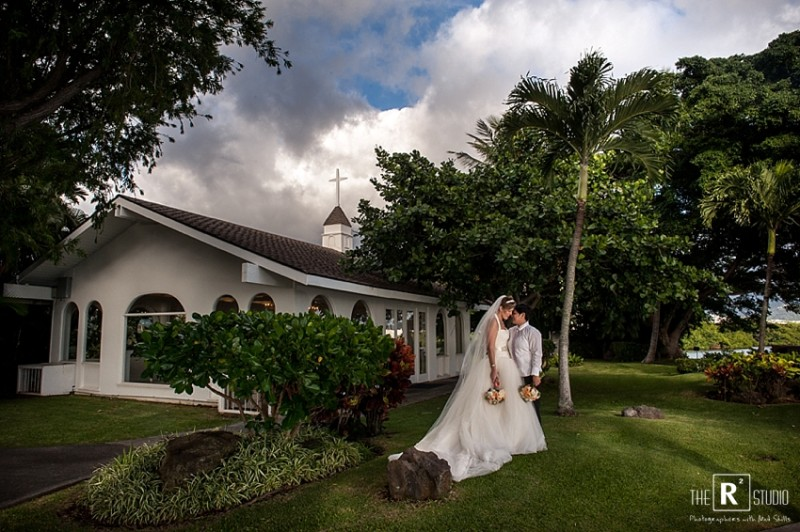 same sex Oahu wedding photographers